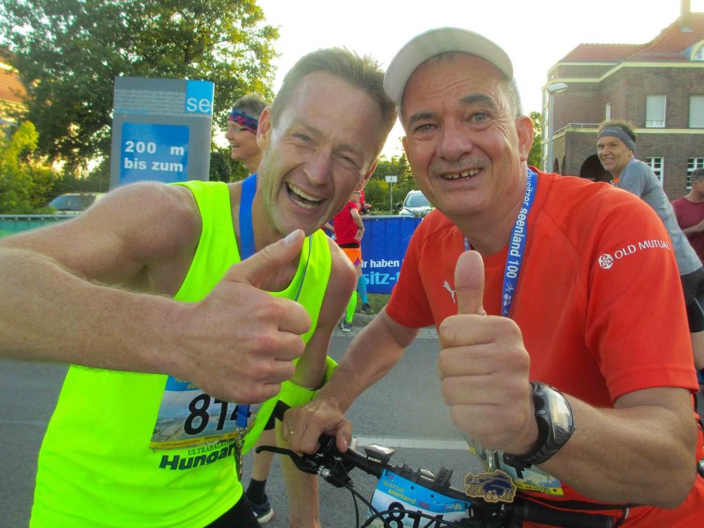 Glücklich im Ziel. In knapp dreieinhalb Stunden haben wir den Run & Bike-Marathon gemeistert